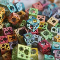 Rainbow cubes with holes, par Jared Tarbell